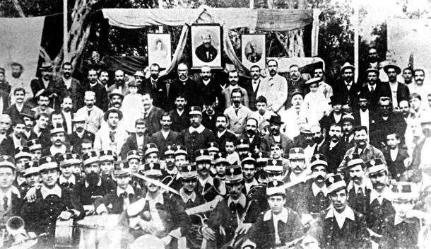 Η «Μάντζαρος» στην τοποθεσία Ανάληψη, κατά τη διάρκεια εκδρομής με το σωματείο «Εργατική Αδελφότης», κατά το έτος 1897 ή 1898