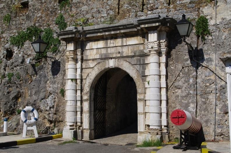 Εικ.12. Η νότια πύλη που κατασκευάστηκε μετά το 1716.