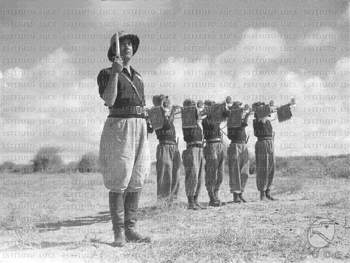 Ο διοικητής Piero Parini με την fanfara της φασιστικής Milizia στην Αιθιοπία (1936)