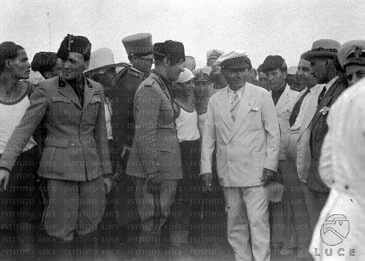 Ο Παρίνι με τον Μουσολίνι σε επίσκεψη σε κατασκήνωση παιδιών των απόδημων φασιστών(1930)