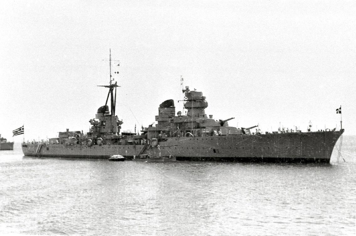 Το ελαφρύ καταδρομικό EUGENIO DI SAVOIA, μετέπειτα ΕΛΛΗ II παραχωρήθηκε στην Ελλάδα το 1951 σαν μέρος των Ιταλικών επανορθώσεων σε αντικατάσταση του τορπιλισθέντος 'ΕΛΛΗ'. Το 1944 είχε υποστεί σοβαρές ζημιές σε μια από τις μηχανές του ύστερα από πρόσκρουση σε νάρκη και από τότε παρουσίαζε προβλήματα. Μαζί με άλλα δύο πολεμικά που παραχωρήθηκαν στην Γαλλία ήταν τα μοναδικά πλοία που παραχωρήθηκαν σε ξένα κράτη.