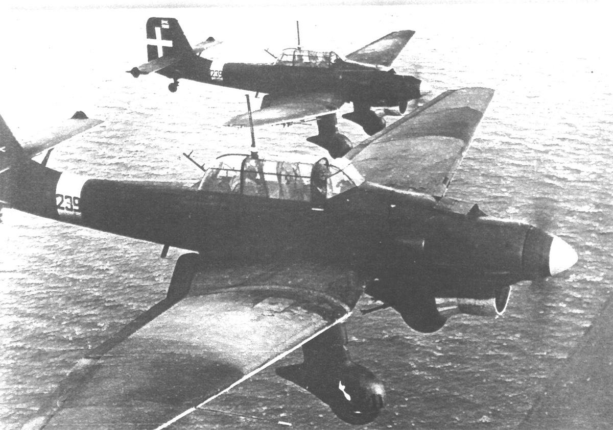 Ιταλικά βομβαρδιστικα Picchiatello B2 της 239 μοίρας της Ιταλικής Αεροπορίας. Τα αεροπλάνα αυτά εξορμώντας από τη Galatina, στην περιοχή του Lecce, πραγματοποίησαν πολλές επιδρομές εναντίον του νησιού το 1940-1941