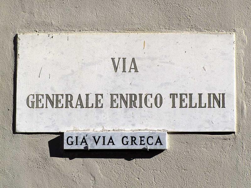 Η «οδός Στρατηγού Τελλίνι» στο Λιβόρνο, πρώην «Ελληνική Οδός» που όφειλε την ονομασία της στα πολυάριθμα μαγαζιά Ελλήνων που βρίσκονταν εκεί ήδη από τον 18° αι. Μετονομάστηκε το 1923 λόγω του επεισοδίου και βέβαια η επιλογή της οδού προς αφιέρωση στον Τελλίνι δεν είναι τυχαία.