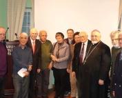 Από τη βραδυά της εκδήλωσης. Ο Λουκιανός Ζαμίτ ανάμεσα στους: Φίλιππο Φιλίππου, Δημ. Κονιδάρη, Περικλή Παγκράτη, Γιάννη Πιέρη, Ρένα Κρουαζιέ, Παναγιώτη Βρυώνη, Νικολαΐδα Πέννα, Αρχιεπίσκοπο της Καθολικής Αρχιεπισκοπής Σεβασμιότατο π. Ιωάννη Σπιτέρη και Κώστα Σουέρεφ (φωτ. Σπύρος Σουρβίνος)