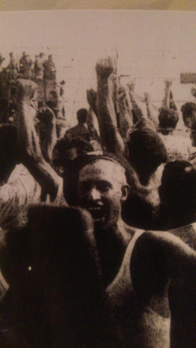 Εκδήλωση διαμαρτυρίας στο στρατόπεδο Τμίμι ( Posto di Diabοlo) της Λιβύης (οικογ. αρχείο Γιώργου Ρούση).